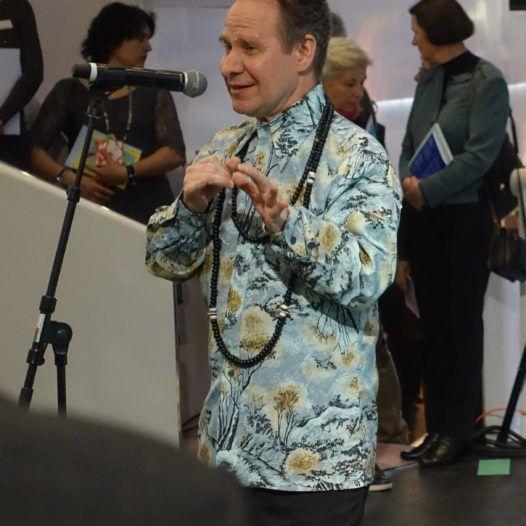Regissøren Peter Sellars, pressekonferansen i forb. med premieren på Only the sound remains. Amsterdam, 15. mars 2016