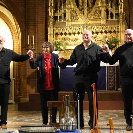 Heinz-Erich Gödecke, Sofia Gubaidulina, Alexander Suslin og Geir Draugsvoll tar applaus i St. Johannis-kirken 14. mars 2019