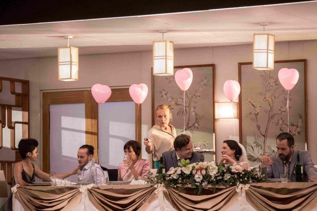 Bryllups-scene fra Kaija Saariahos opera Innocence. Foto Jean-Louis Fernandez