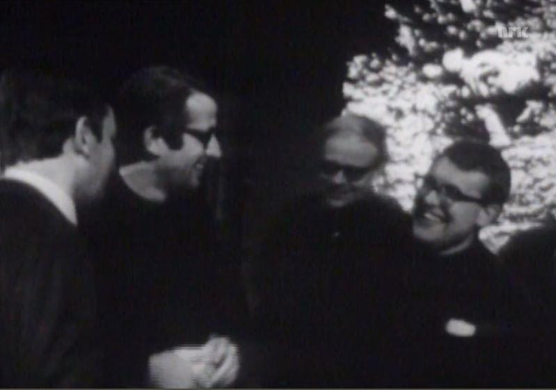 Deltakere på kurset Musikk i fjernsyn, 1969. Lars Egler, Alfred Janson, Arne Nordheim og Eyvind Solås. Foto Skjermdump fra et NRK-program i 1969.